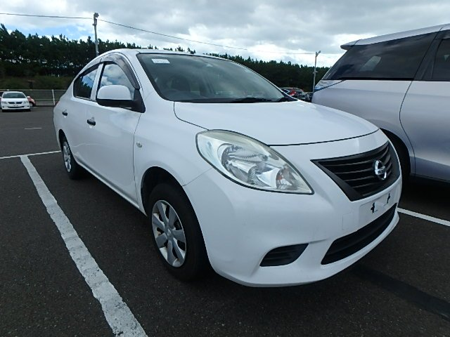 Nissan Tiida Latio 2014