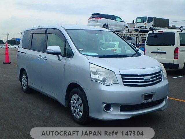 Toyota Noah 2013