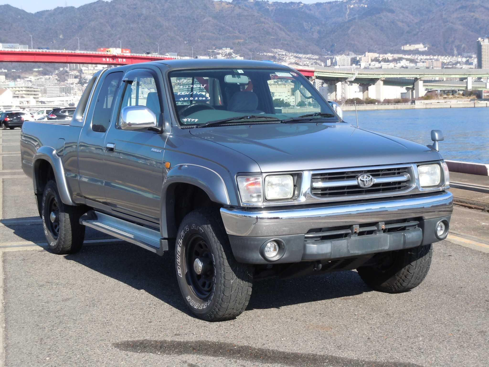 Toyota Hilux Sports Pickup 2000
