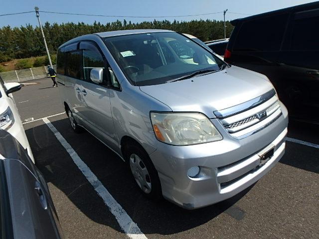 Toyota Noah 2005