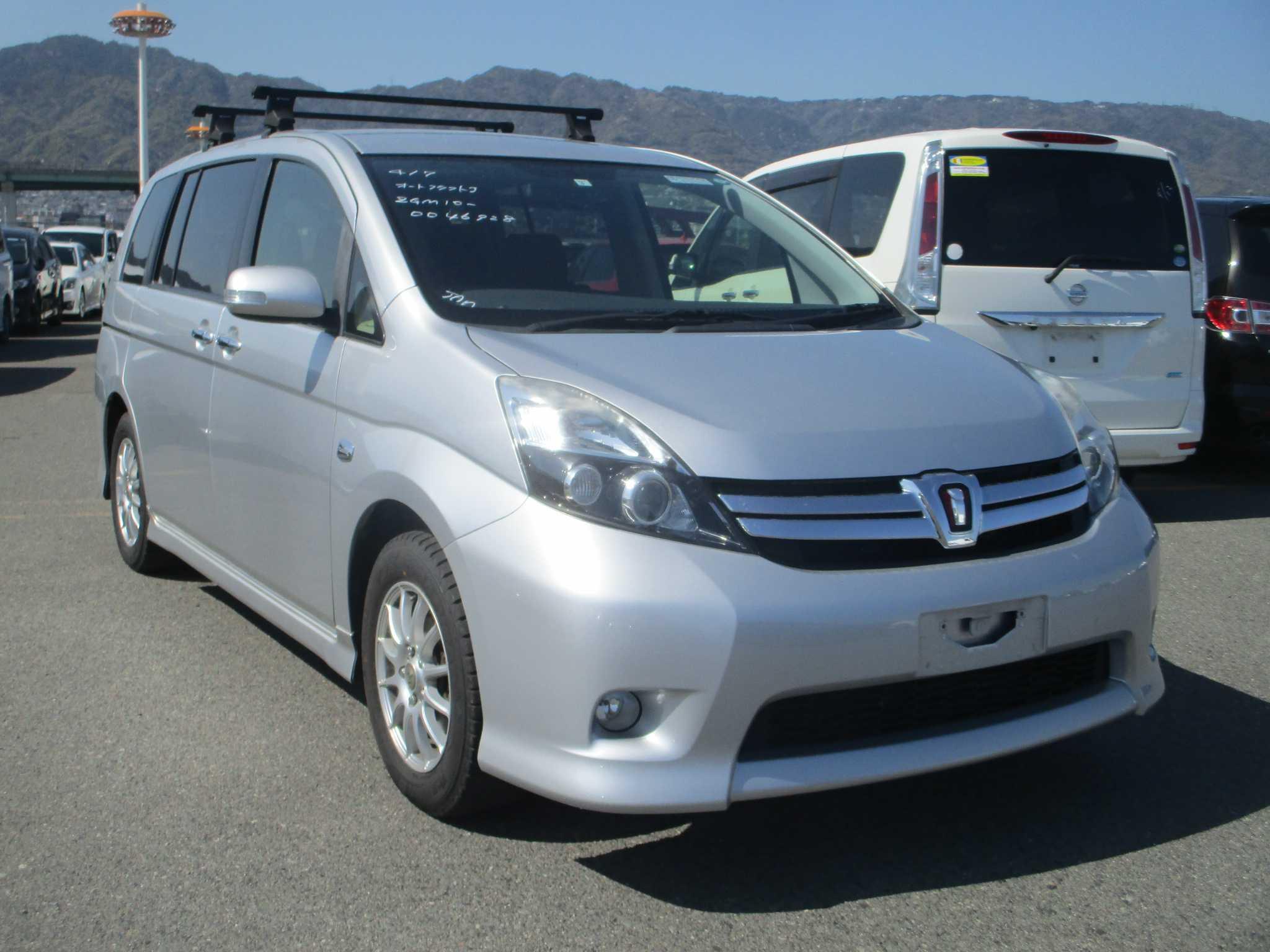 Toyota Isis 2013