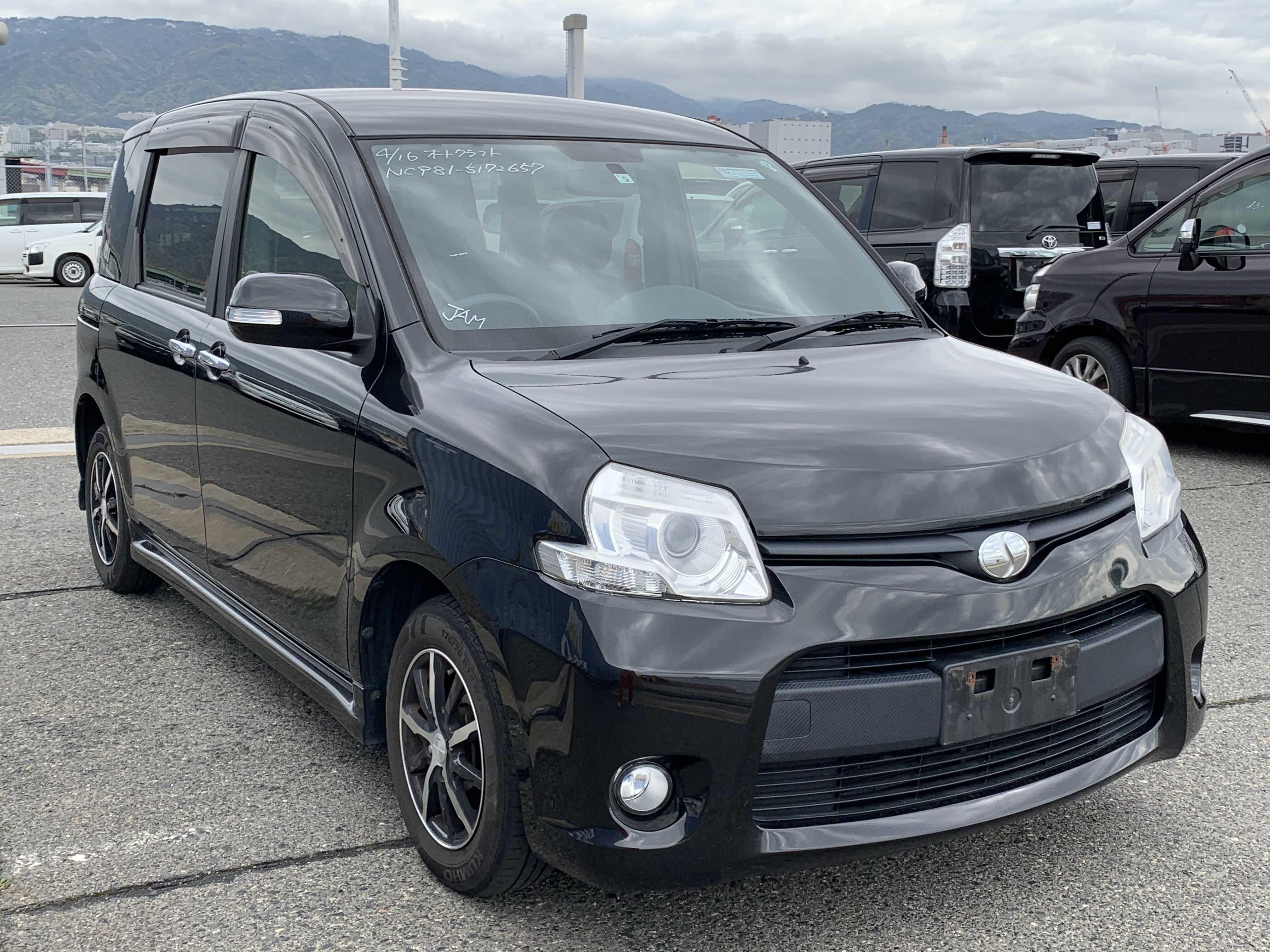 Toyota Sienta 2012