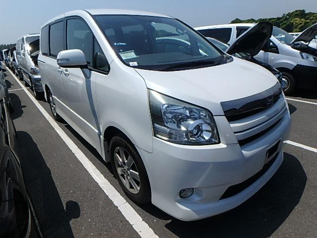 Toyota Noah 2008