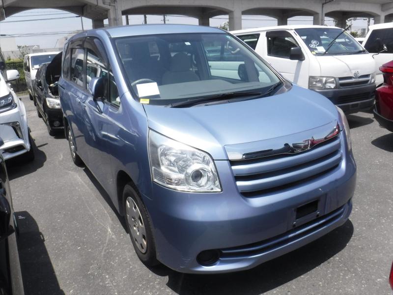 Toyota Noah 2009