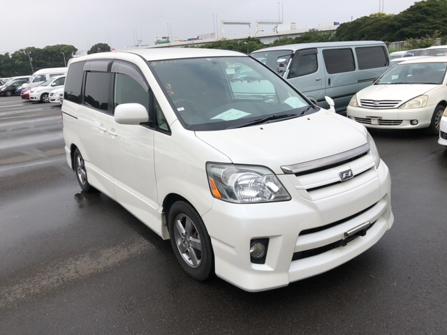 Toyota Noah 2006