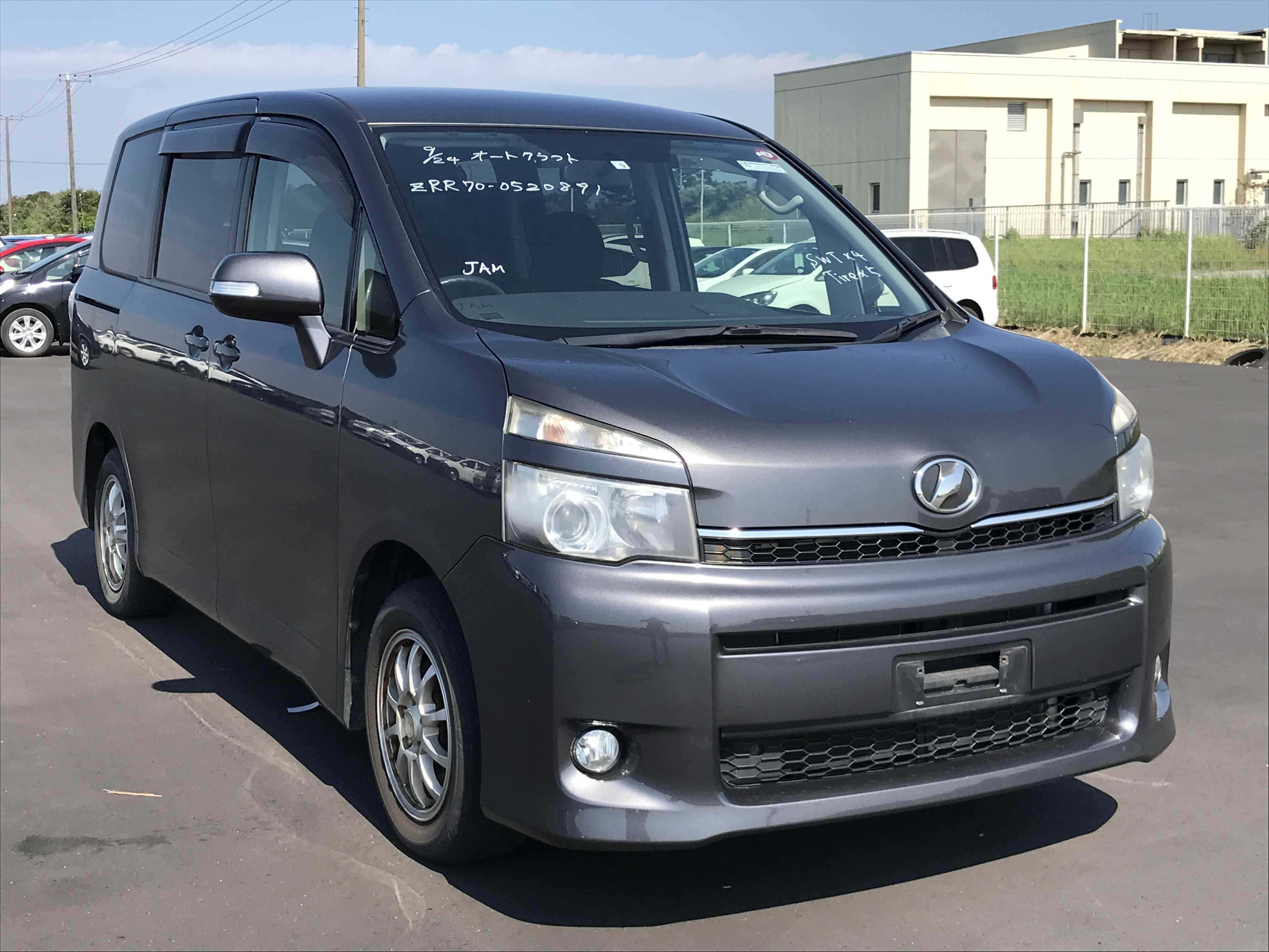 Toyota Voxy 2012
