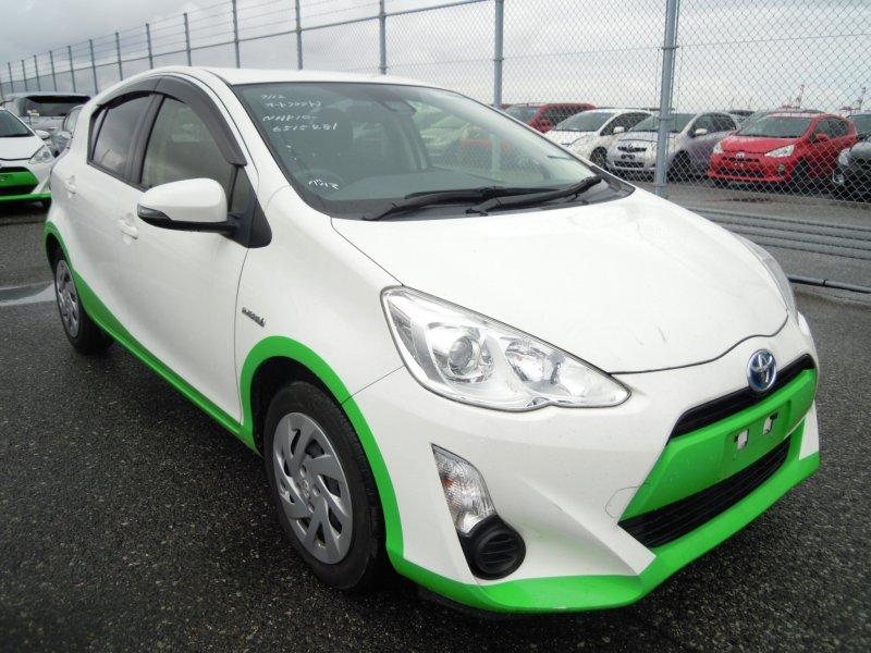 Toyota Aqua Hybrid 2016