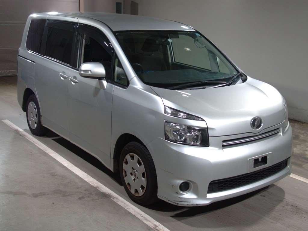 Toyota Voxy 2009