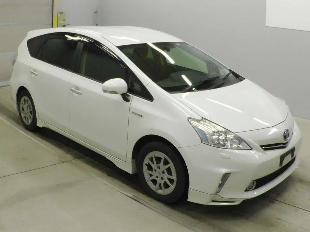 Toyota PRIUS ALPHA 2014