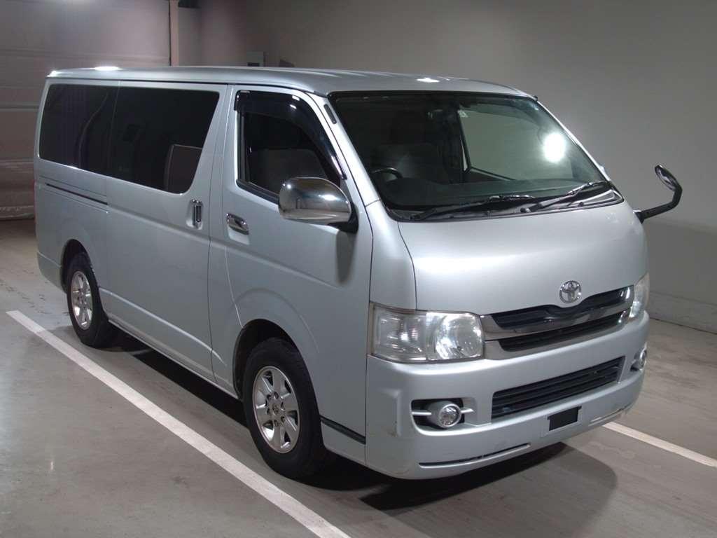 Toyota Regius Van 2010