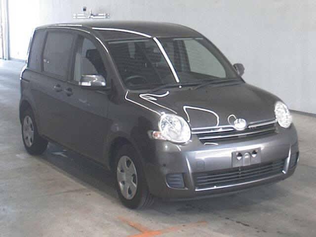 Toyota Sienta 2013