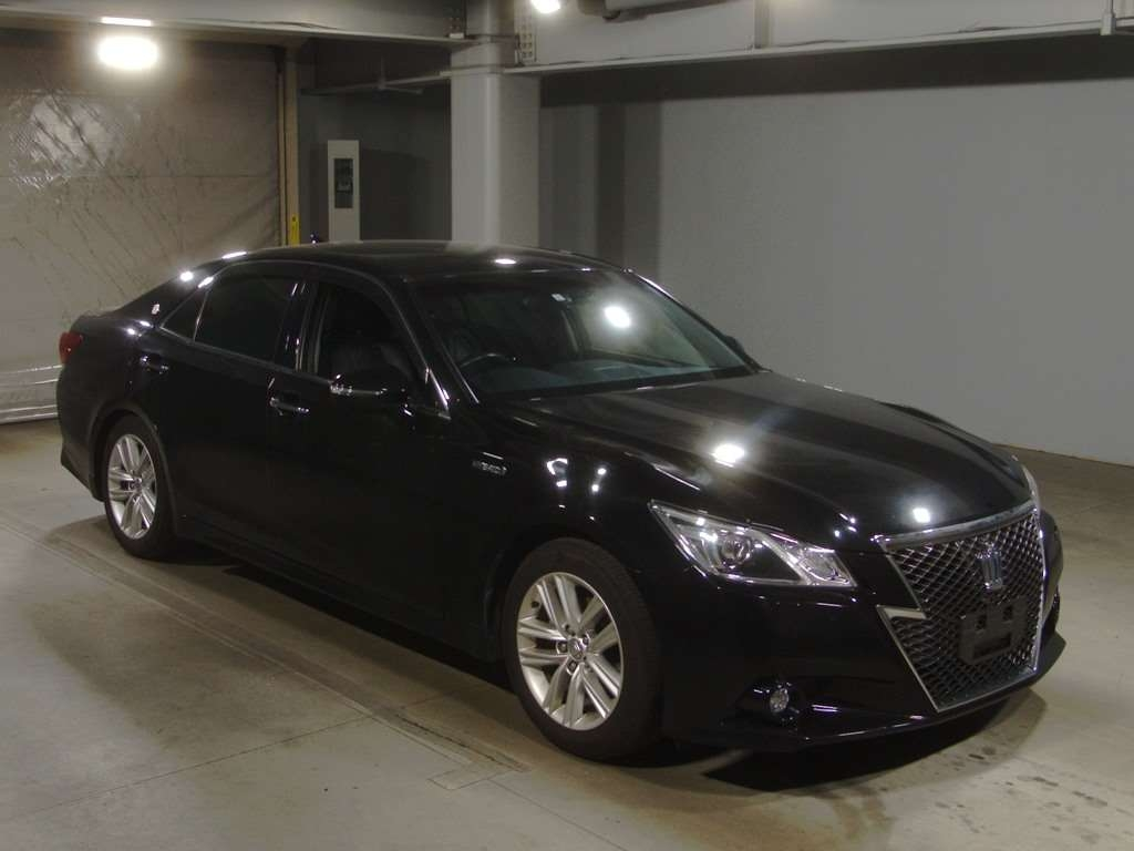 Toyota Crown Hybrid 2015