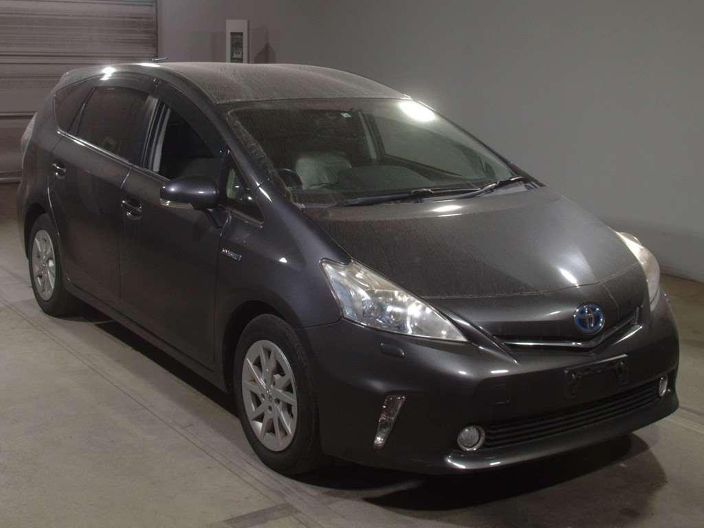 Toyota PRIUS ALPHA 2012