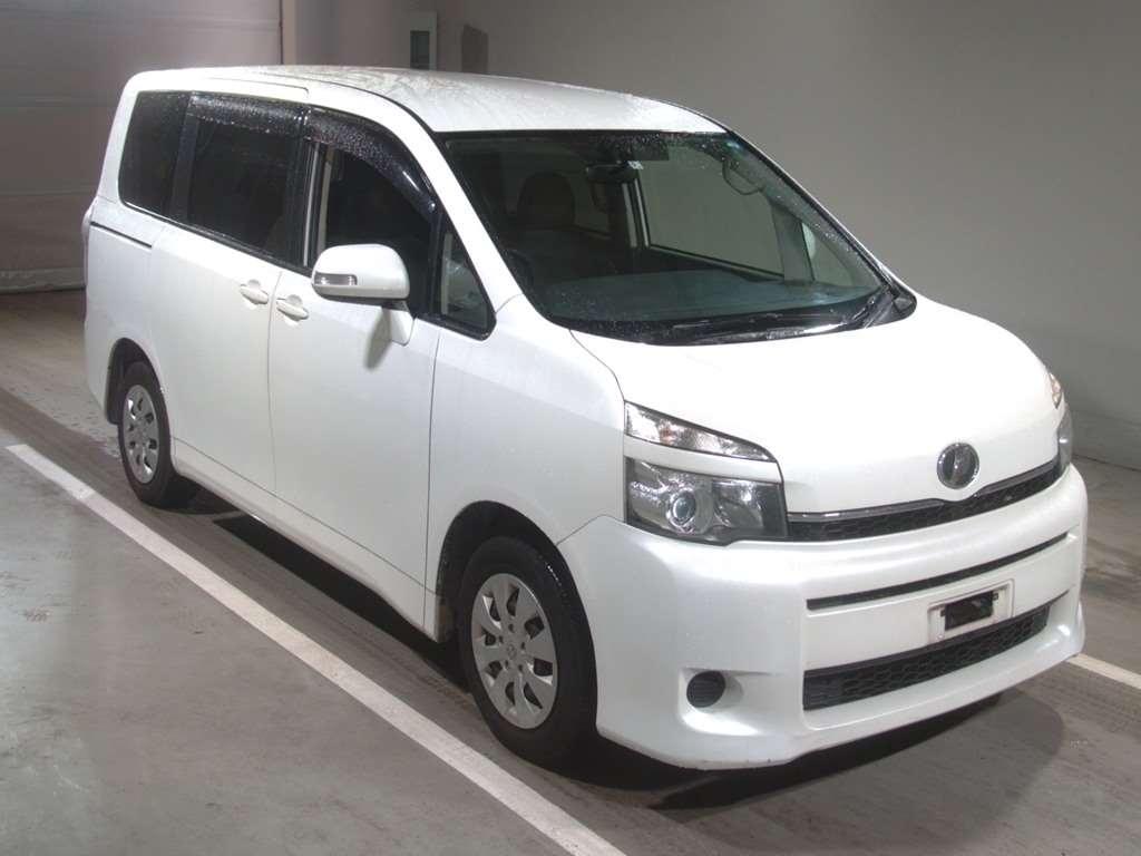 Toyota Voxy 2010