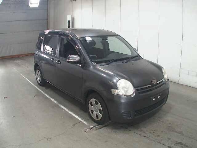 Toyota Sienta 2009