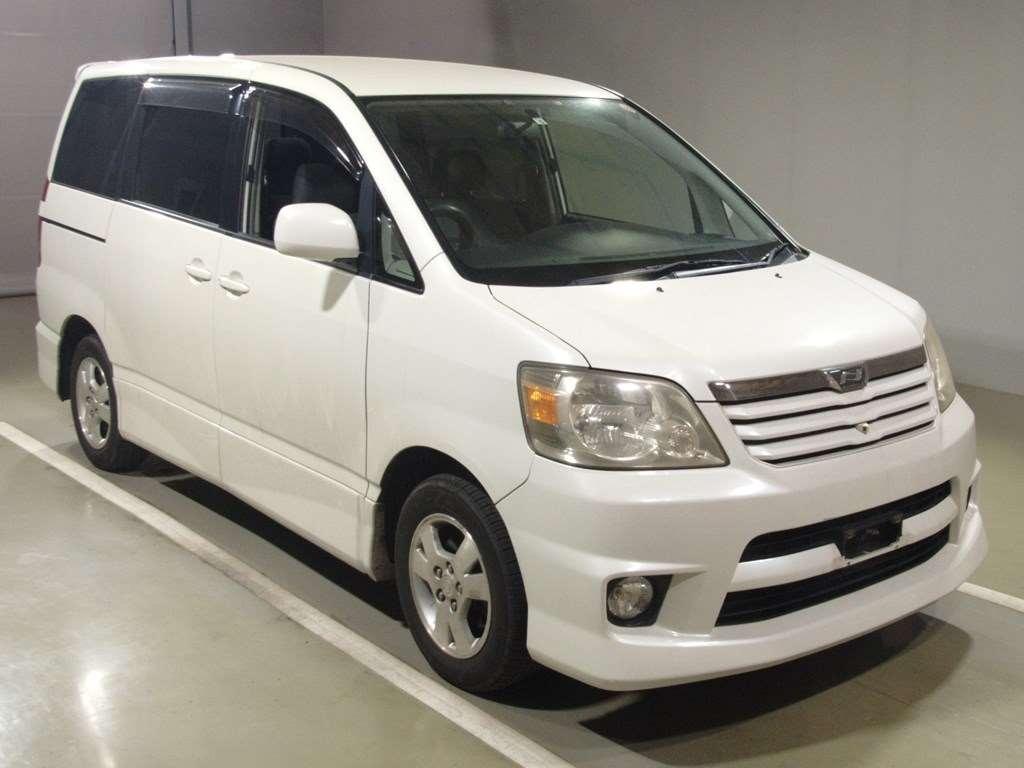 Toyota Noah 2003