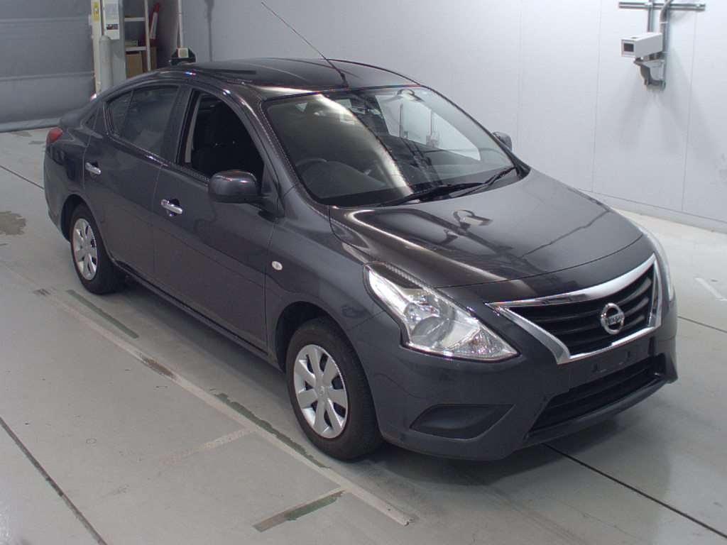 Nissan Tiida Latio 2016