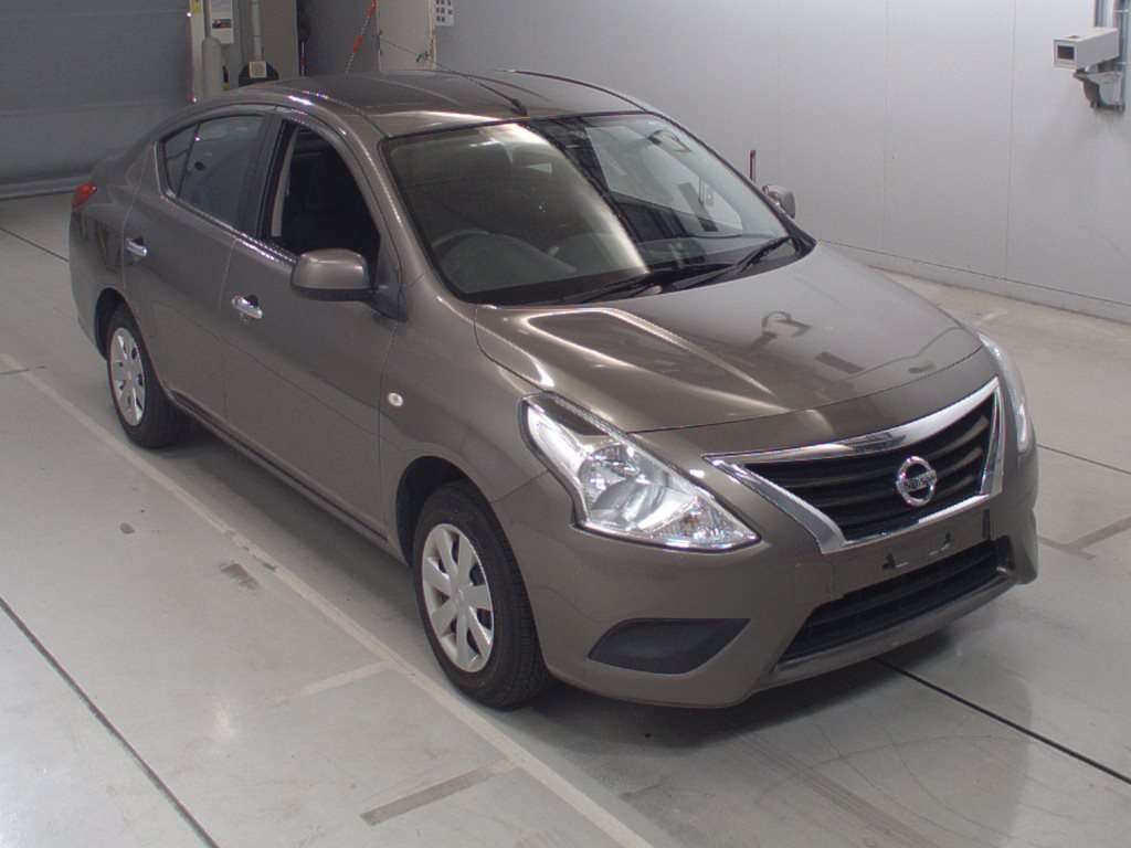 Nissan Tiida Latio 2016