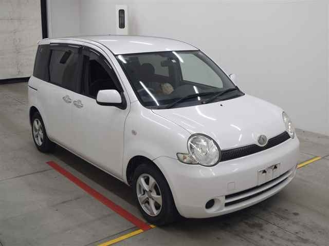 Toyota Sienta 2005