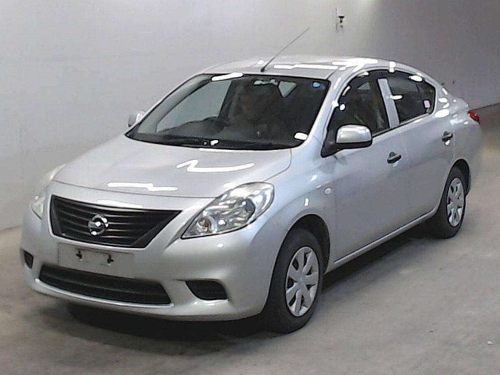 Nissan Tiida Latio 2014