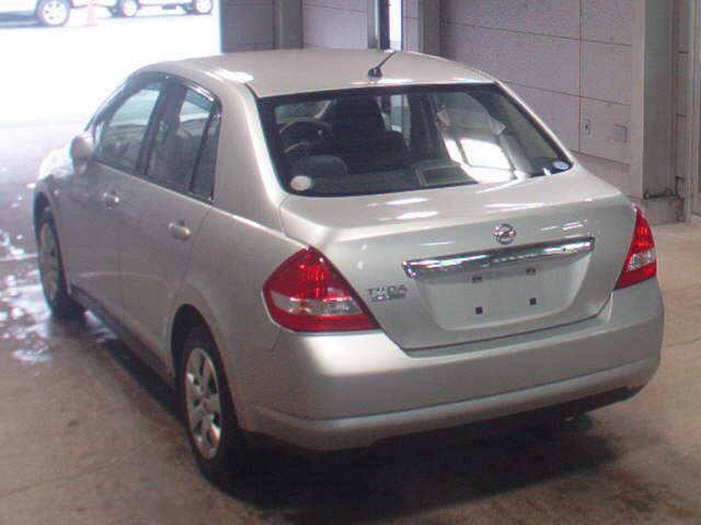 Nissan Tiida Latio 2013