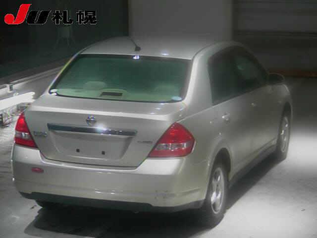Nissan Tiida Latio 2005