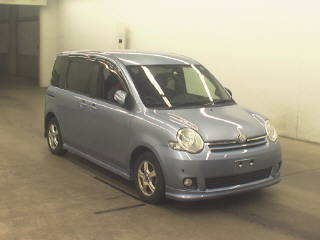 Toyota Sienta 2011